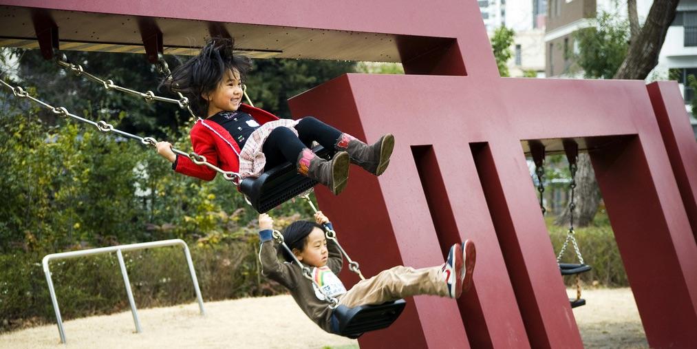 hpx80-kids-play-swing